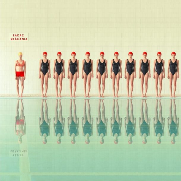 """In the Swimming Pool"" di Maria Svarbova"